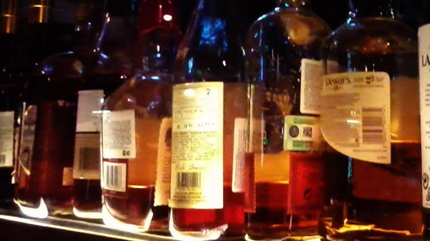 Из магазина в Москве украли бутылку алкоголя за 250 тыс. рублей