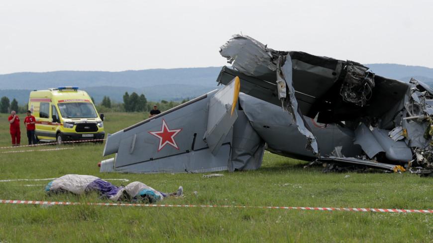 Крушение Л-410: самолет с парашютистами разбился после столкновения с деревьями