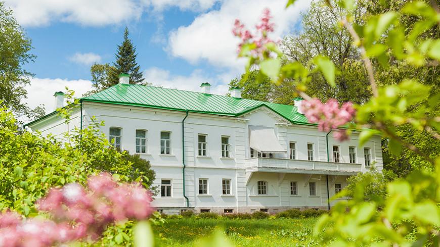 «В этих зеркалах отражался и Лев Толстой, и его предки»: музей-усадьба Льва Толстого «Ясная Поляна» празднует свое столетие