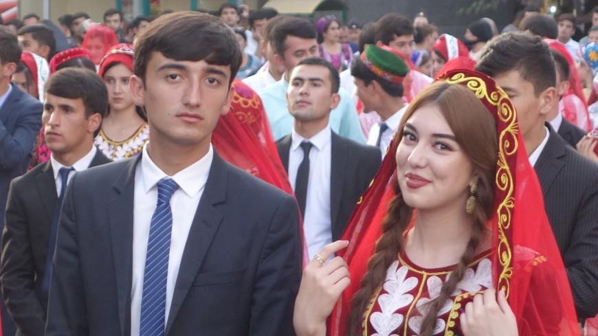 Песнь о локоне: на конкурсе красоты в Таджикистане победила женщина с волосами 190 см