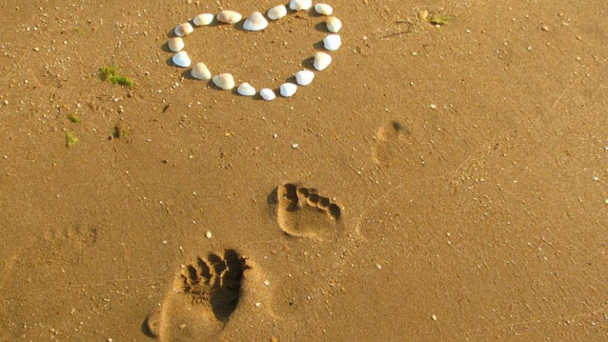 """Фото: Елизавета Шагалова, """"«МИР 24»"""":http://mir24.tv/, любовь, пляж, песок, сердце"""