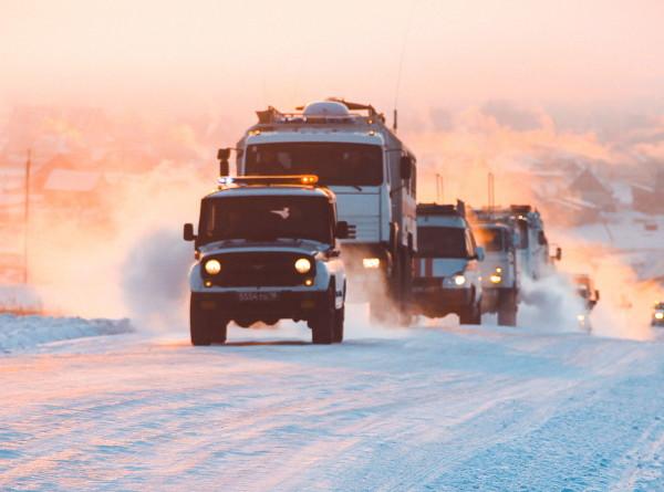Сотни единиц техники борются с последствиями снежного шторма в Алтайском крае