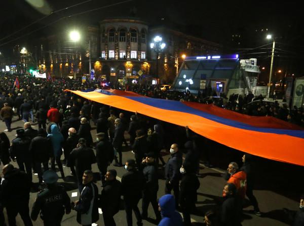 Митинги в Армении: власти находятся в поисках компромисса