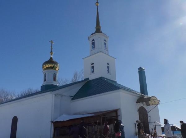 С божьей помощью: оставшихся без воды жителей села под Липецком спасает церковная колонка