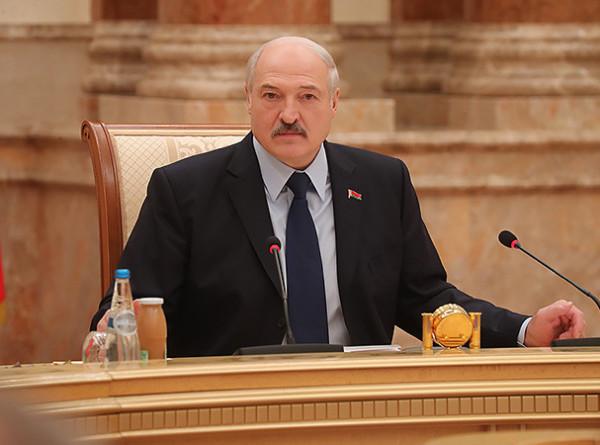 Лукашенко потребовал отслеживать необоснованный рост цен в Беларуси