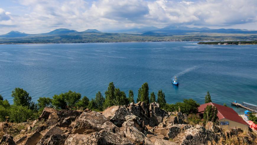 армения, монастырь севанванк, озеро севан
