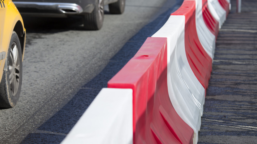 Ремонт дороги в районе Тверской улицы,дорога, ремонт, тротуар, ограждение, машина, автомобиль, пробка,