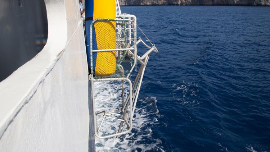 В Японском море загорелось российское судно с 30 рыбаками
