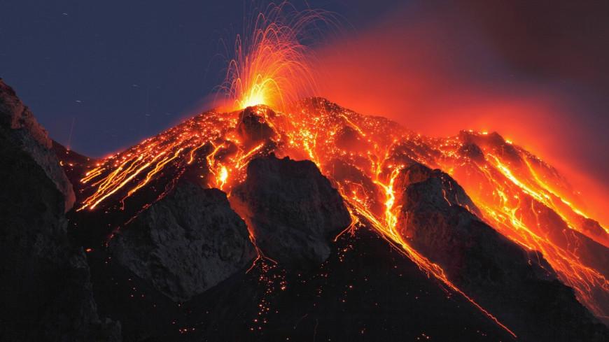 Любители жареного: как экстремалы смогли пожарить сосиски на вулкане на Камчатке?