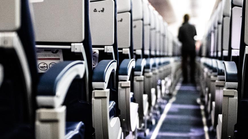 Рожденные в небе: как принимают роды на борту самолета?