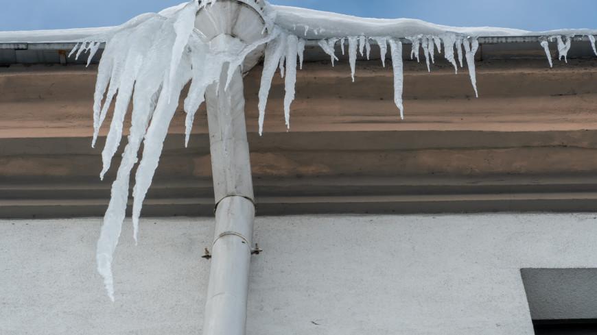 В шаге от смерти: в Северодвинске рядом с девочкой упала глыба льда