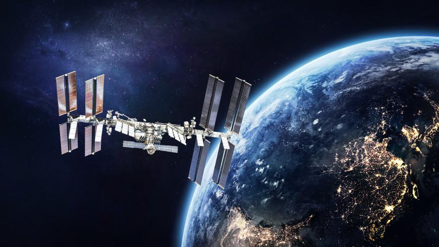 Космонавты будут заклеивать трещину на МКС смолой из североафриканской хвои