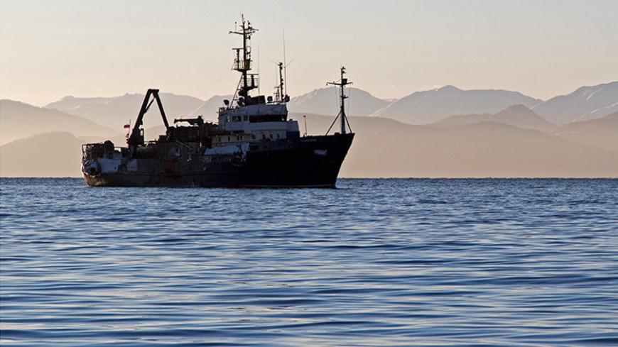 """© Фото: Петр Королев, """"«Мир 24»"""":http://mir24.tv/, какой-то корабль, камчатка, море, корабль в море, корабль"""