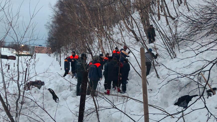 На Камчатке лавина накрыла целую семью: ведется проверка