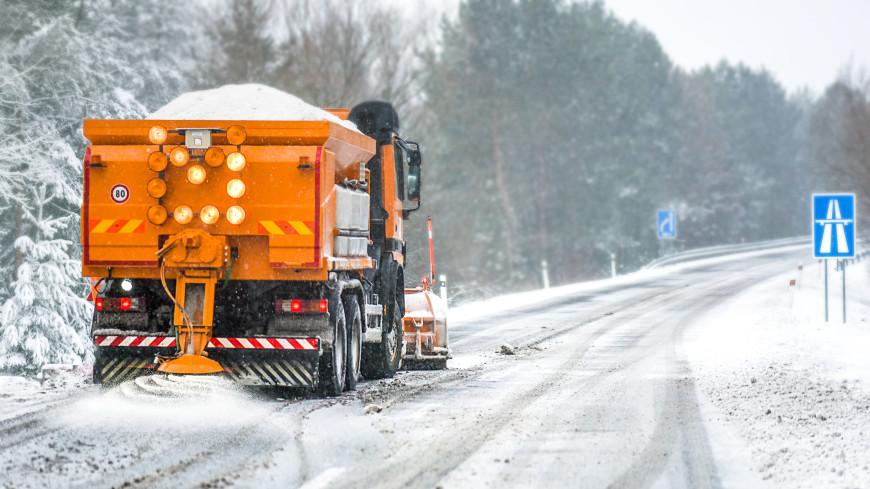 Мартовская метель: дороги Азербайджана очищают от льда и снега