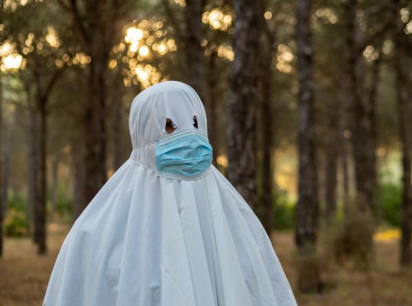 Призраки пандемии: «привидения» пугают жителей Индонезии во время карантина