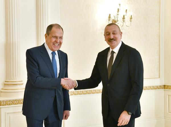 Ильхам Алиев и Сергей Лавров поздравили друг друга с Днем Победы