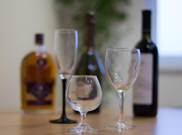 Нарколог предупредил об опасности употребления алкоголя натощак