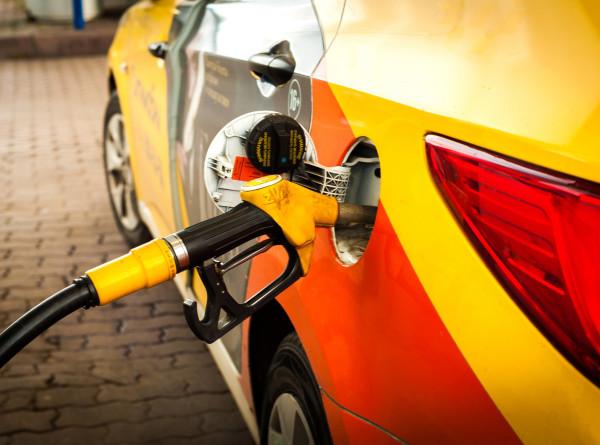 В России с 1 мая заработала новая формула расчета цены на бензин