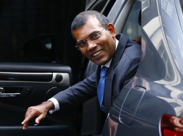 Экс-президент Мальдив пострадал при взрыве у своего дома