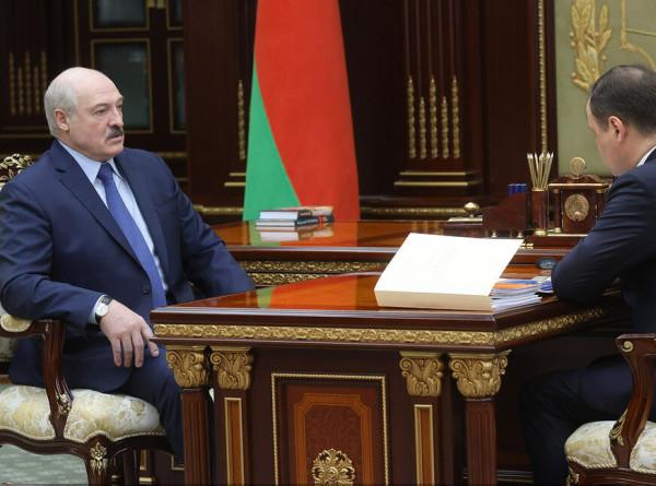 Лукашенко потребовал от правительства подготовить ответ на санкции