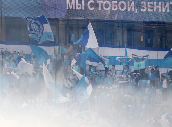 «Зенит» – чемпион: фанаты клуба из Санкт-Петербурга празднуют победу