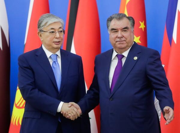 Рахмон пригласил Токаева в Таджикистан