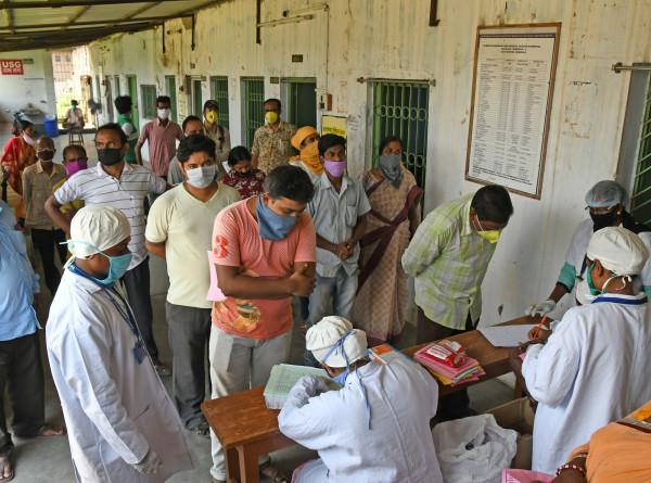 В Индии сравнили смерть пациентов с COVID-19 с преднамеренным уничтожением населения