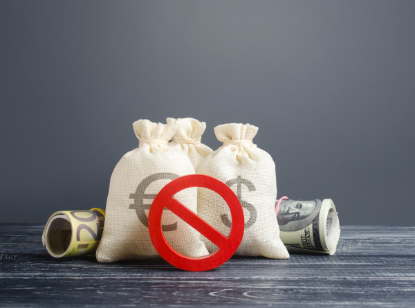 «Убережет престарелых родственников»: к чему может привести добровольный отказ от кредитов?