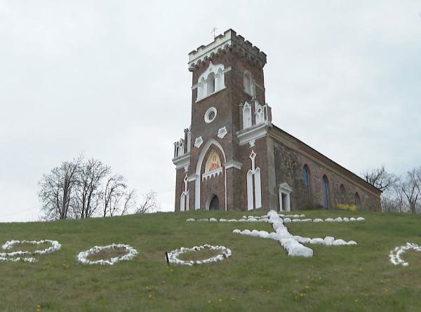 С Божьей помощью: в Беларуси священник восстанавливает церковь XIX века