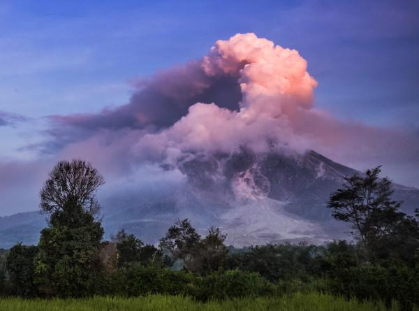 В Индонезии проснулся вулкан Синабунг