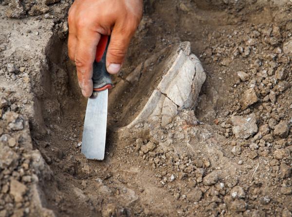 Археологи в Армении обнаружили древние артефакты на территории крепости Тавуш