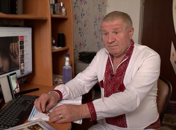 Взрослые в тренде: в Молдове 60-летний учитель завел страничку в TikTok