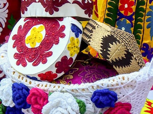100 цветов чакана: в Душанбе прошел фестиваль национальной вышивки