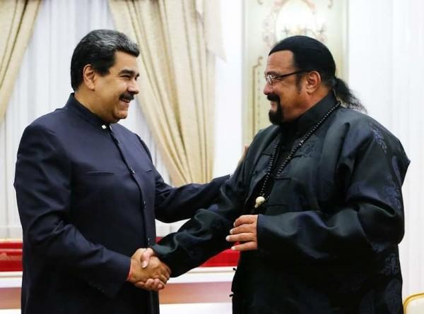 Меч для президента: Стивен Сигал подарил Мадуро катану