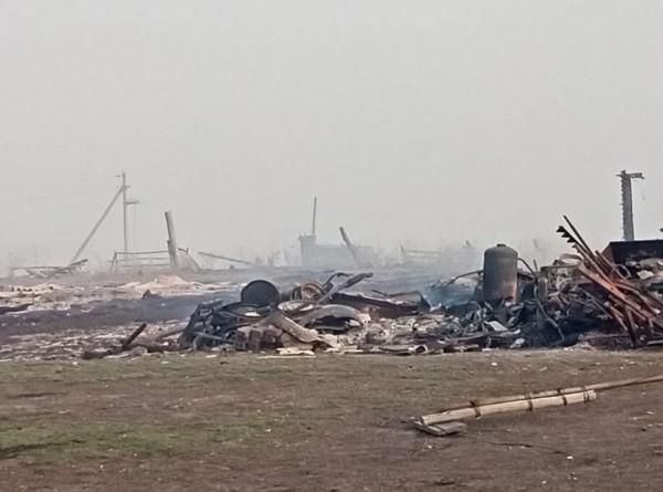 Сгорело полдеревни: в Омской области пожар уничтожил 25 домов