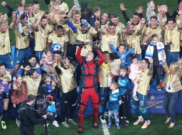 «Зенит» стал семикратным чемпионом России по футболу, разгромив «Локомотив»