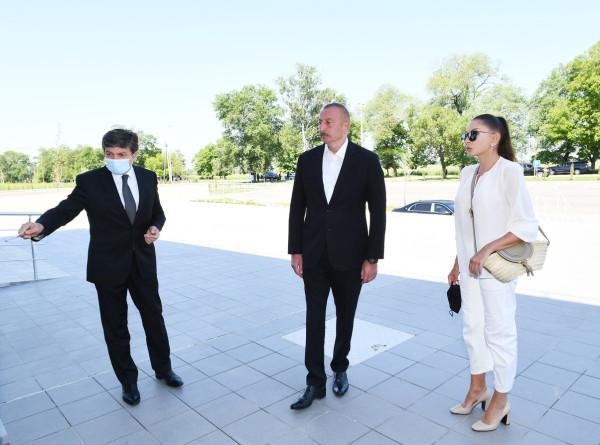 Ильхам Алиев вместе с супругой и дочерью посетил Габалинский район