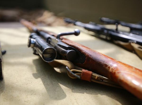 Путин поручил проработать положение об оружии после трагедии в Казани