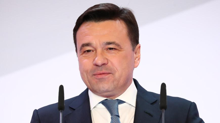 Выпускинков школ Подмосковья поздравил губернатор области