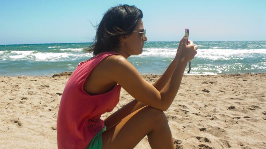"Фото: Елена Андреева, ""«Мир24»"":http://mir24.tv/, телефон, пляж, море, туризм, турист"