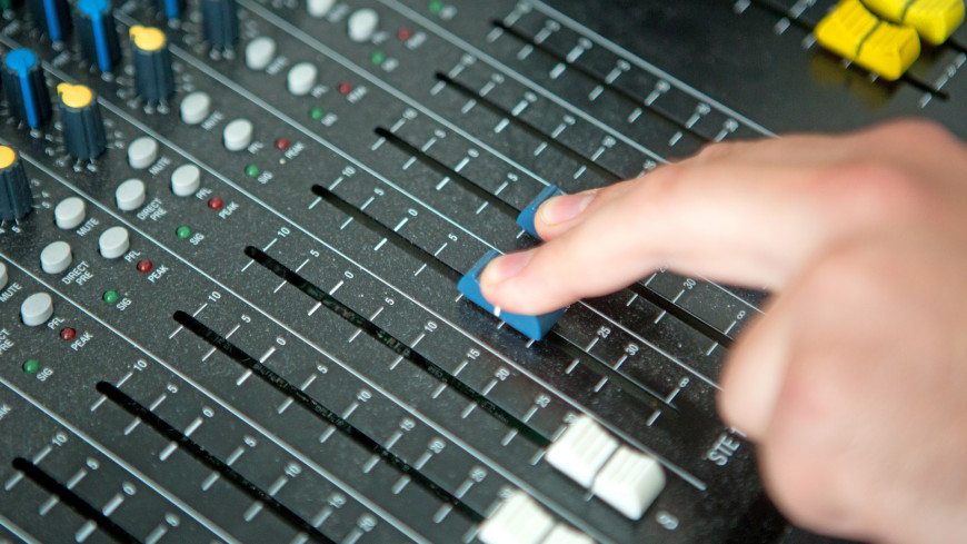 """Фото: Алан Кациев (МТРК «Мир») """"«Мир 24»"""":http://mir24.tv/, микшерный пульт, радио мир, звук, звукотехника, концерт"""