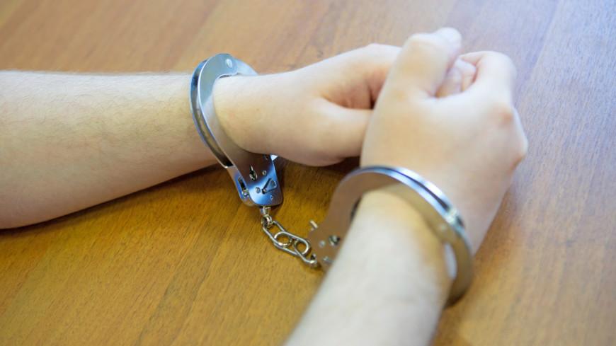 """Фото: Алан Кациев (МТРК «Мир») """"«Мир 24»"""":http://mir24.tv/, дело, наручники, тюрьма, суд, задержание, преступник, подсудимый, арест"""