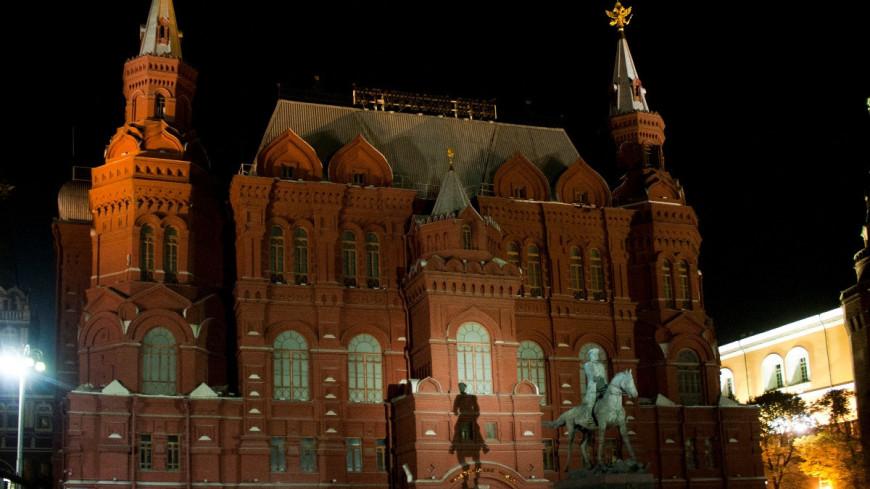 """Фото: Елена Андреева, """"«Мир 24»"""":http://mir24.tv/, памятник жукову, исторический музей, красная площадь"""