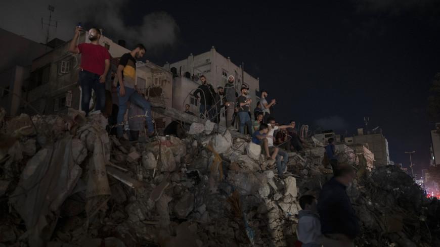 Главные новости за ночь: режим прекращения огня между Израилем и Палестиной, цветок-труп в США и рой пчел вокруг Джоли