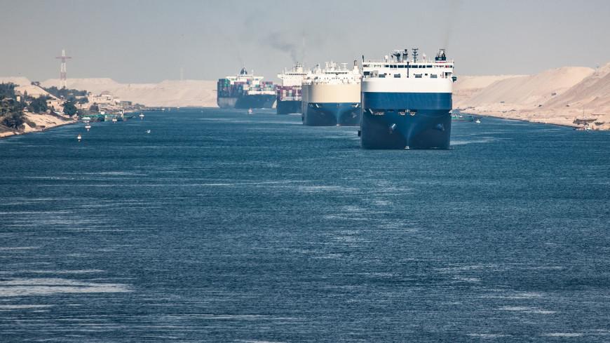 Еще один контейнеровоз сел на мель в Суэцком канале