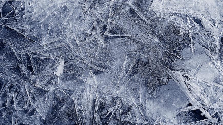 Дайверы на Байкале поплавали в ледяных иглах (ВИДЕО)