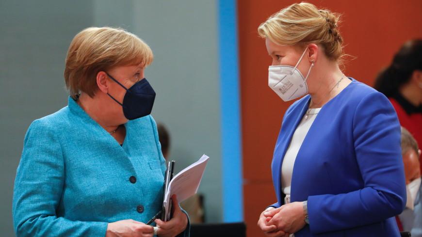 СМИ: министр из кабинета Меркель подала в отставку после обвинений в плагиате