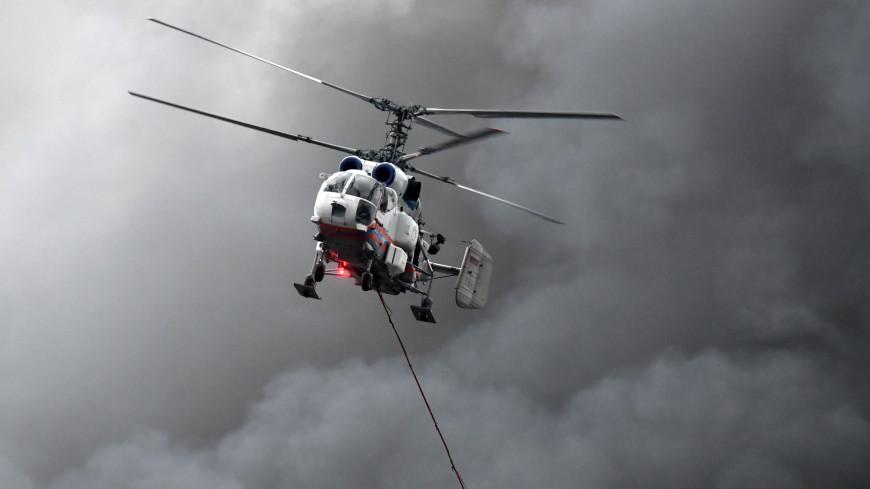 Пожарные вертолеты сбросили 30 тонн воды на горящее здание в центре Москвы
