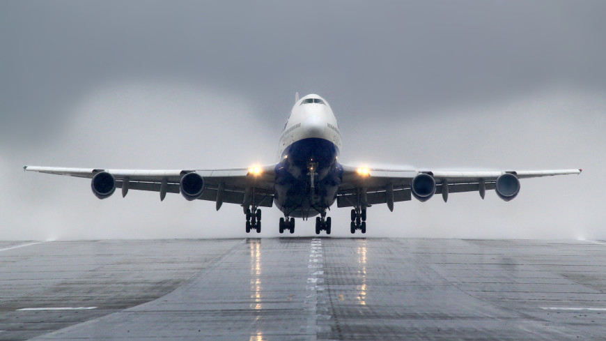 В Москве штатно приземлился Boeing 747 с неисправностью